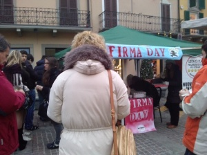 Palazzolo - fila al Firma Day
